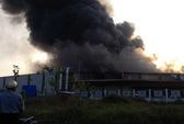 Hơn 1.000 công nhân đang làm việc, nhà máy Diana bùng cháy