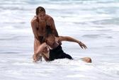Hé lộ ảnh Heidi Klum chật vật cứu con trai, bảo mẫu