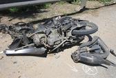 Xe máy đấu đầu ôtô, 1 người chết