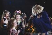 """Beyonce song ca cùng """"fan nhí"""" khiếm thị"""