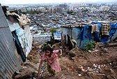 Khoảng cách giàu nghèo tăng khiến trẻ lâm nguy