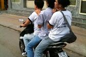 Học sinh vô tư vi phạm luật giao thông