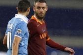 Đấm cầu thủ Lazio, De Rossi bị loại khỏi tuyển Ý