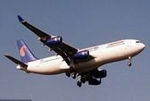 Máy bay hạ cánh khẩn cấp vì rắn cắn hành khách