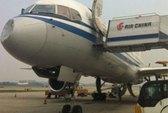 Máy bay Trung Quốc dập mũi vì va chạm bí ẩn