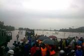 Miền Trung: Mưa to, vỡ đập, ngập lụt khắp nơi