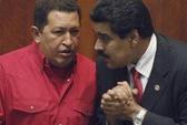 Tổng thống Venezuela ngủ bên mộ ông Chavez