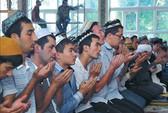 """Sinh viên Tân Cương bị """"soi"""" quan điểm chính trị"""