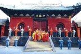 Sư Thiếu Lâm hướng dẫn du lịch
