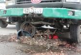 Vượt đèn đỏ, xe tải tông 2 cha con chạy xe tự chế