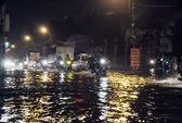 Mưa cuối mùa, đường phố Sài Gòn lại ngập