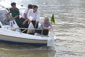 Thả 200.000 con cá xuống kênh Nhiêu Lộc- Thị Nghè