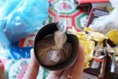 Chất lạ trong phích nước Trung Quốc đầy độc hại
