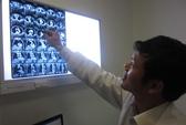 Cắt khối bướu khổng lồ cho bệnh nhân Campuchia