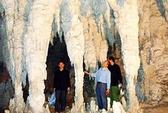 Bí ẩn hình người mõm dài, có sừng trong hang đá Hà Giang