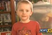 Nam sinh 6 tuổi bị đuổi học vì... hôn bạn gái