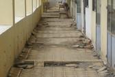 Trường mới xây đã xuống cấp
