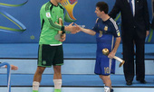 Messi đờ đẫn nhận Quả bóng vàng World Cup 2014