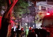 Căn nhà 5 tầng ở Sài Gòn bốc cháy dữ dội sau tiếng nổ lớn