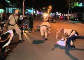 Đang thi hành công vụ, CSGT bị 2 thanh niên lao vào tấn công