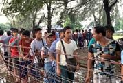 Phe vé trà trộn CĐV Myanmar để gom vé trận quyết đấu với tuyển Việt Nam