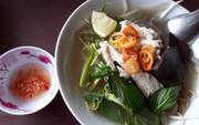 Xuyên Sài Gòn ăn cho được bún nước lèo Trà Vinh