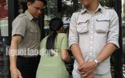 Kiểm tra cửa hàng Khaisilk ở TP HCM, báo chí không được vào