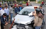 Xe con gây tai nạn liên hoàn, 4 người nhập viện