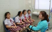 TP HCM: Sập giàn giáo ở trường, 15 học sinh nhập viện