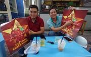 Poster cổ vũ tuyển Việt Nam chinh phục AFF Cup đến tay người hâm mộ