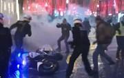 """Pháp: Biểu tình """"áo ghi-lê vàng"""" tiếp tục bùng cháy, số người chết tăng"""