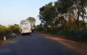 Vụ xe khách bỏ mặc nạn nhân: Nhà xe chối phăng!