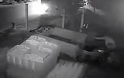 Nửa đêm… chạy xe tải đi trộm xe ba gác