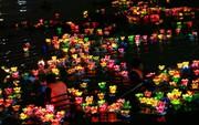 Hàng ngàn hoa đăng trên sông Sài Gòn trong ngày lễ Phật đản