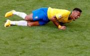"""Neymar thừa nhận """"phản ứng thái quá"""" khi bị phạm lỗi"""
