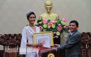 Hoa hậu H'Hen Niê được tỉnh thưởng 30 triệu đồng