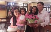 Diễn viên Mai Phương rạng ngời bên người thân trong ngày sinh nhật