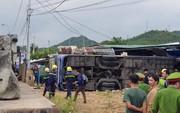 Xe khách lao vào nhà dân, 38 người bị thương, nhiều người nguy kịch