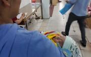 Bé trai sơ sinh bị bỏ rơi tại bệnh viện đã về nhà