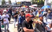 Hàng ngàn người đội nắng xem đua xe môtô mùng 4 Tết