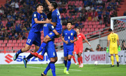Clip: Thái Lan đánh bại Singapore, dắt tay Philippines vào bán kết AFF Cup