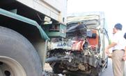 Đâm vào đuôi xe đầu kéo, tài xế và phụ lái tử vong trong cabin