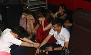 Xử phạt chủ quán karaoke để gần 80 thanh niên sử dụng ma túy