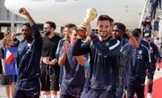 CĐV Pháp, Croatia chào đón những người hùng