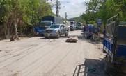 Bình Định: Dân lấy ghế đá chặn ô tô vào khu công nghiệp