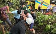 Cận cảnh cứu hộ vụ xe khách rơi xuống đèo Hải Vân