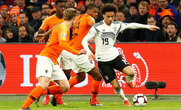 """Đức chặn đứng """"lốc da cam"""", á quân World Cup lại gục ngã"""
