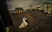 Chụp ảnh cưới phản cảm trên mái nhà cổ Hội An