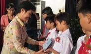 Trao học bổng Nguyễn Đức Cảnh cho con CNVC-LĐ
