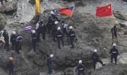 Nhà hoạt động Hồng Kông ném đá cảnh sát Nhật